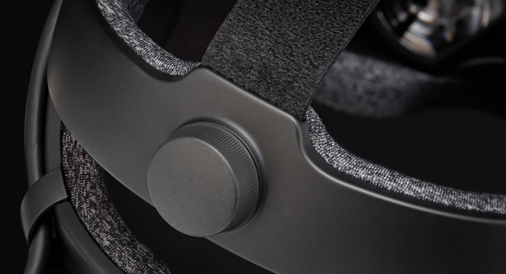 adjusting IPD on VR headset